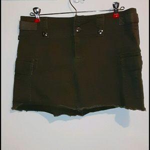 EUC! Tyte army green cargo mini skirt. Size 7